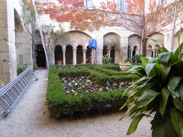 film courtyard shot (640x480) (2)