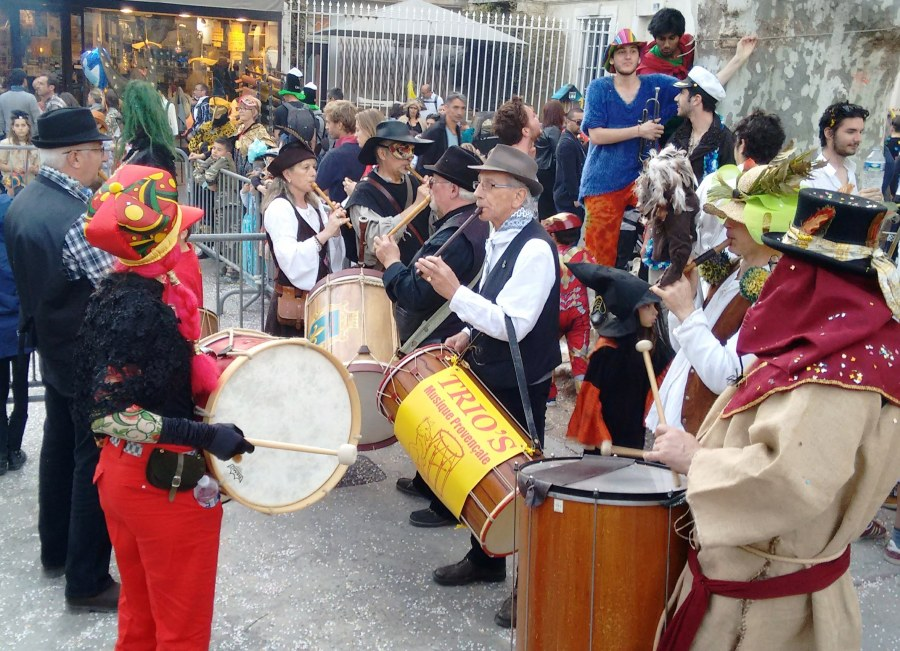 A Provencal fife and drum group help send winter on its way.