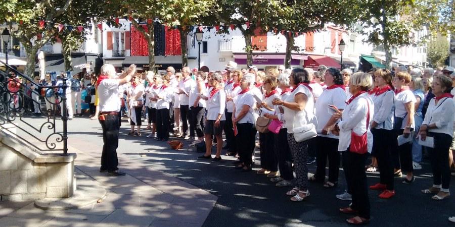 Singers in square St. J d Luz